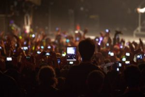 Innovate-Marketing-Group-Blog_Ban-Or-Not-Smart-Phones-Innovatemkg.com